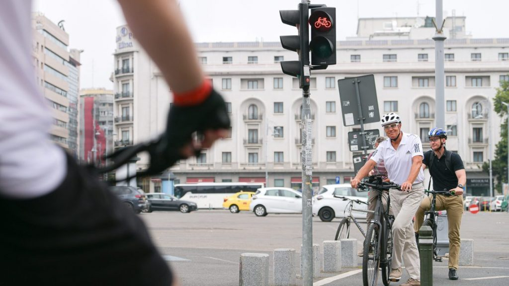 klaus-iohannis-pe-bicicleta